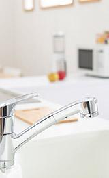 シンク下や蛇口からの水漏れ、破損、水が止まらない、異臭がするなどのキッチントラブルはお任せ