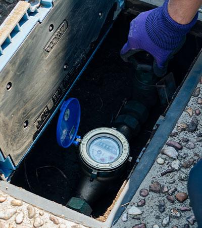敷地内にある水道メーターボックス